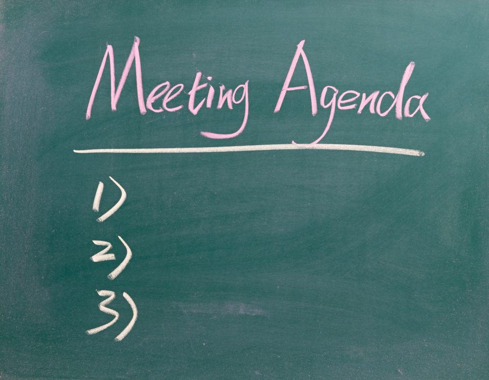 Keynote Speaker Lee Warren uses an agenda to structure an online meeting